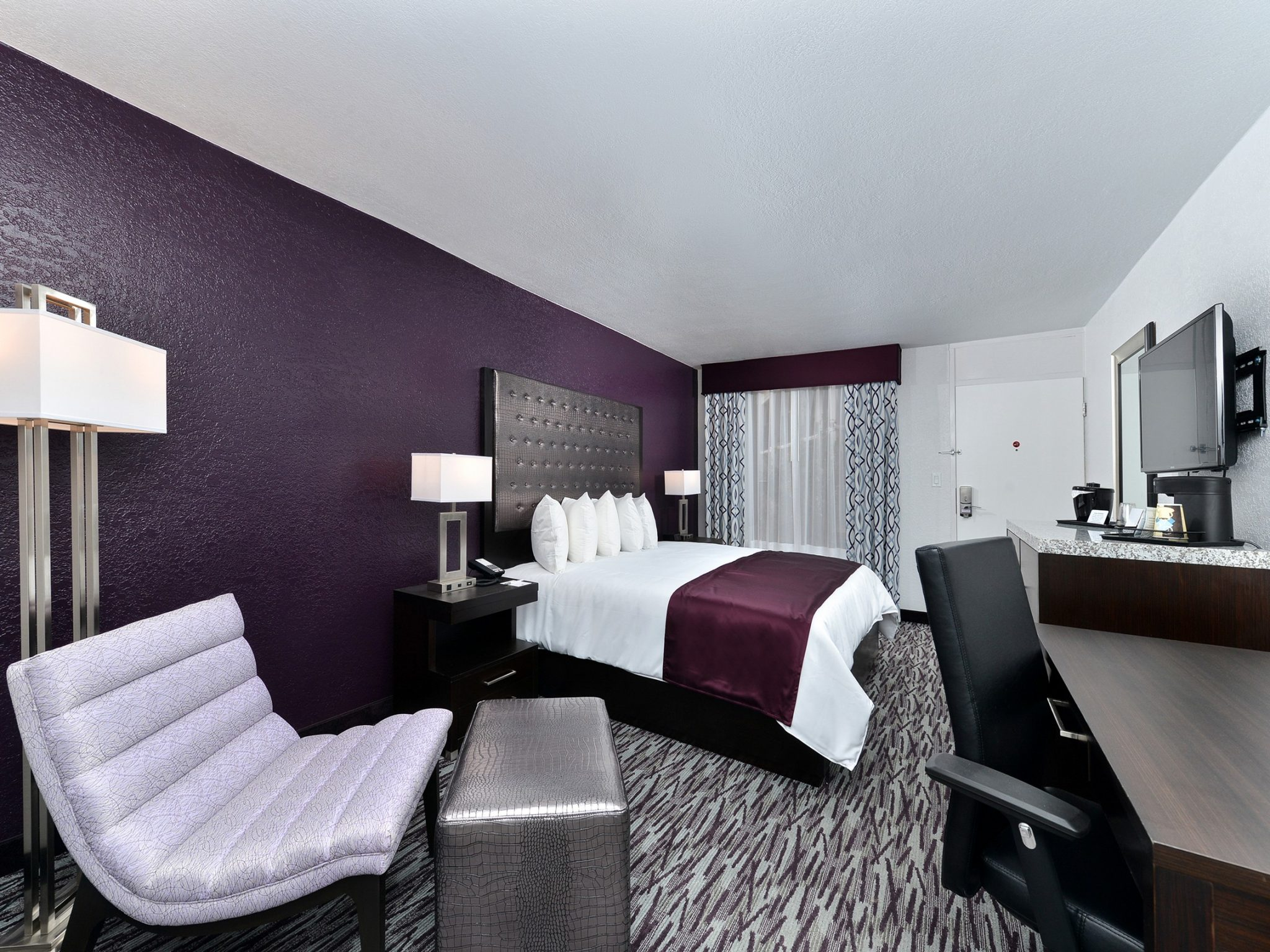 A suite deal at Clarion Inn Universal