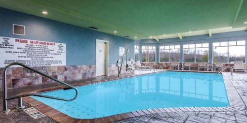 Holiday Inn Express & Suites Bremen pool area